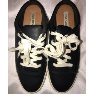 Black open back tenis